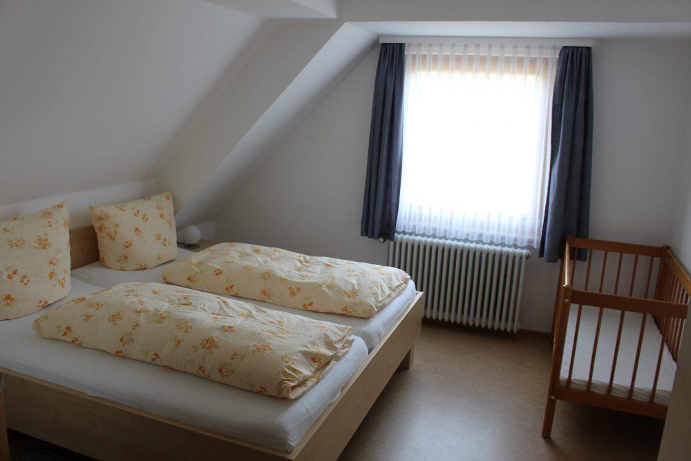 Schlafzimmer links Ferienwohnung 2
